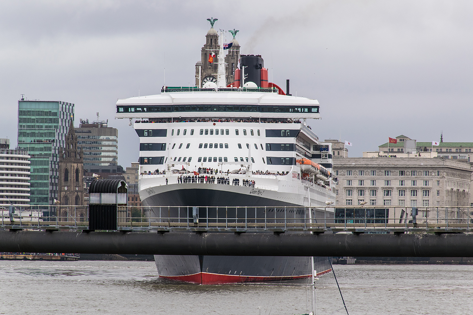 Queen Mary 2 in mid-manouver