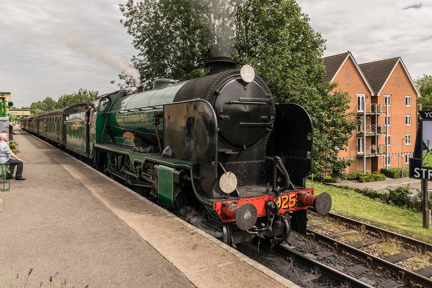 850 'Lord Nelson' leaves Alton with the 12:50 'down' service to Alresford
