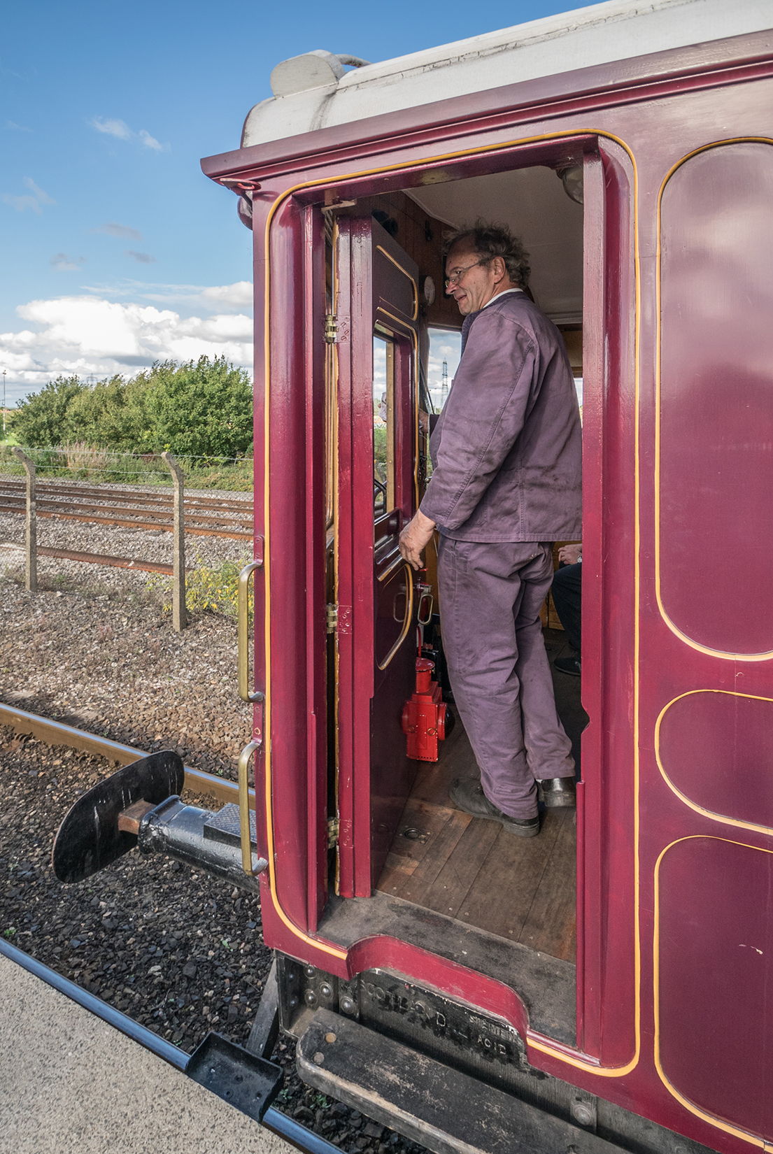 Driver preparing to remotely control Steam Railmotor No. 93