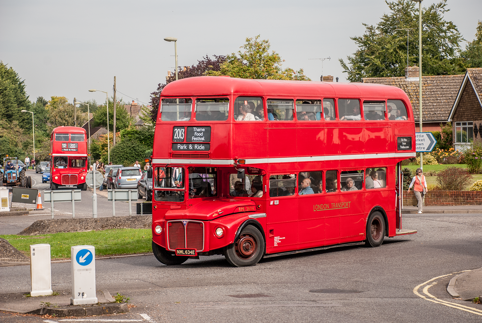 Vintage London buses to ferry visitors