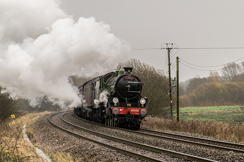 Link to The Cathedrals Express approaching Marsh Benham crossing